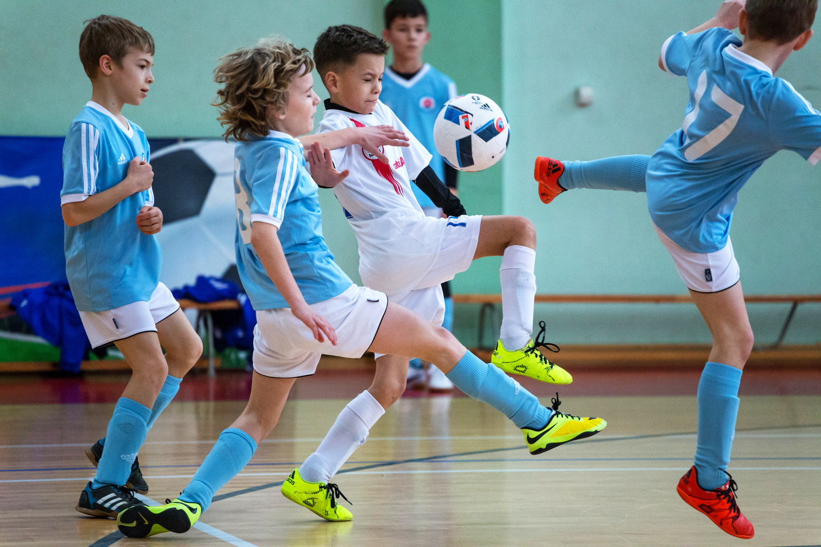 105c0a5bb Aj tak možno stručne nazvať III. ročník futbalového Tittel CUPu, ktorý v  Dolnom Kubíne organizujú pre kategóriu detí U 10. Toho roku malo podujatie  znova ...